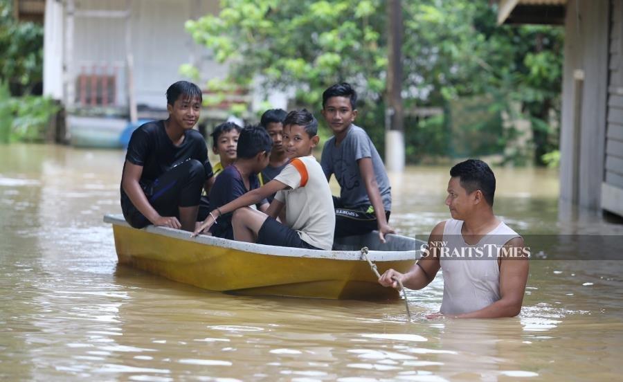 Floods: 2,376 victims in Terengganu, Kelantan evacuated