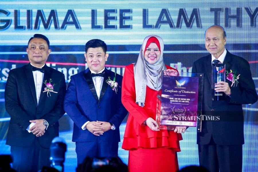 Lee Lam Thye receives Lang International Award for immense contribution to nation