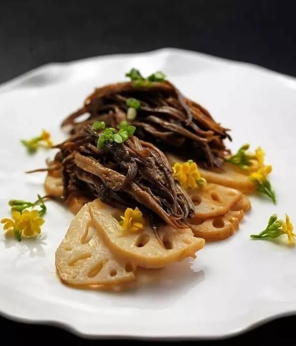 美食推荐:干锅鸭四宝,薄荷羊肉,白菜肉渣炖粉条,莲藕配海笋