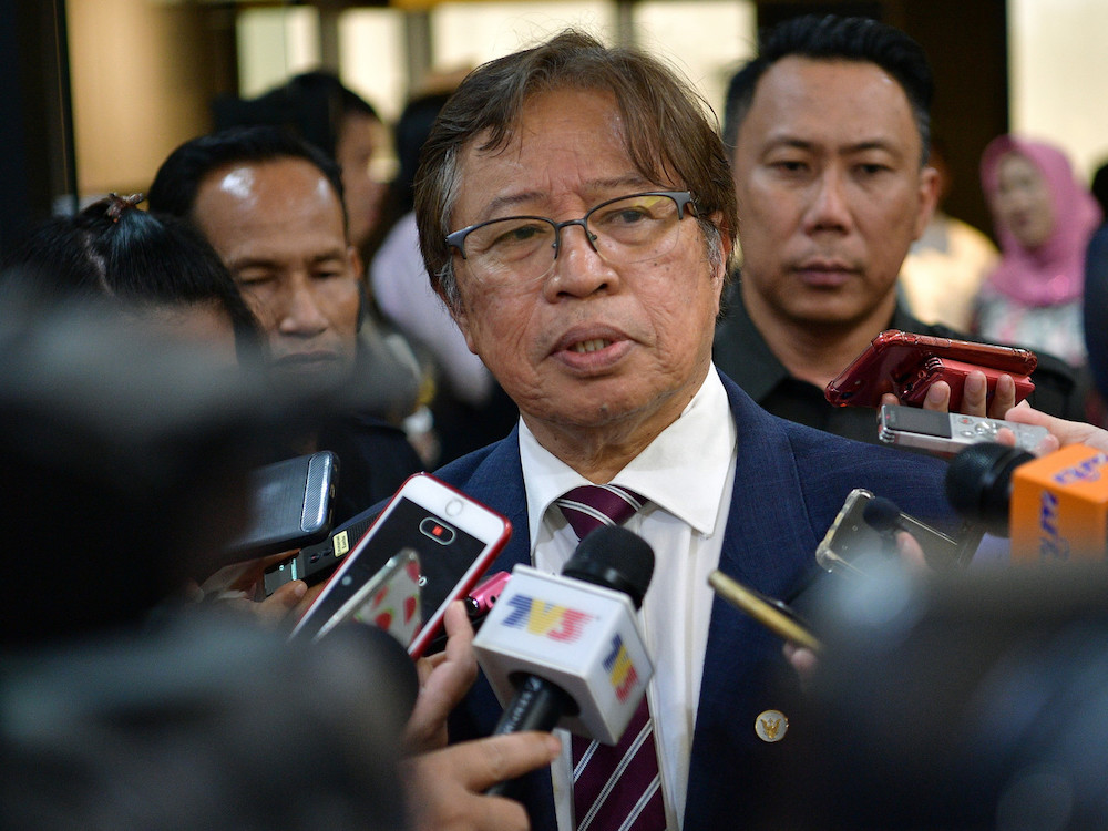 Abang Johari to Sarawakians: Don't be disturbed by 'other people's problems'