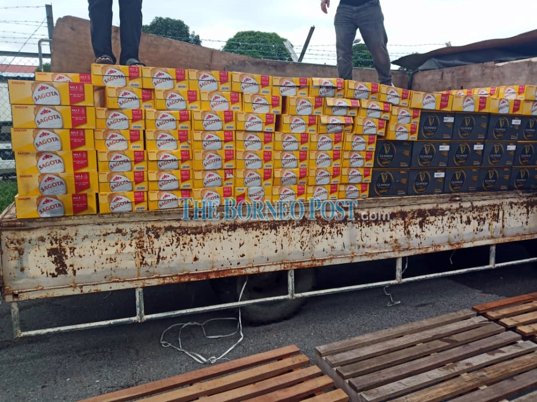 Customs seizes lorry, alcoholic beverages worth RM75,000 in Miri