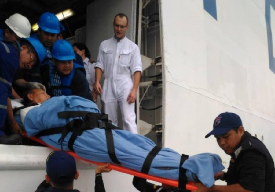 Selangor MMEA rescues sick Japanese man from cruise ship