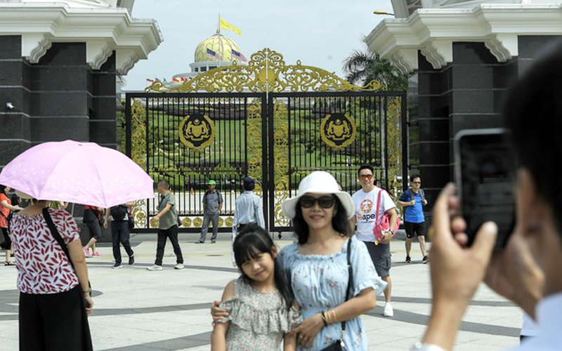 High number of Chinese, Indian tourists overstaying
