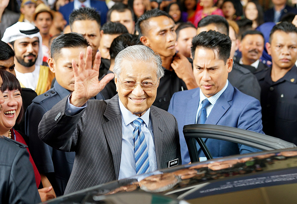 Govt moves to limit PM's tenure to 2 terms