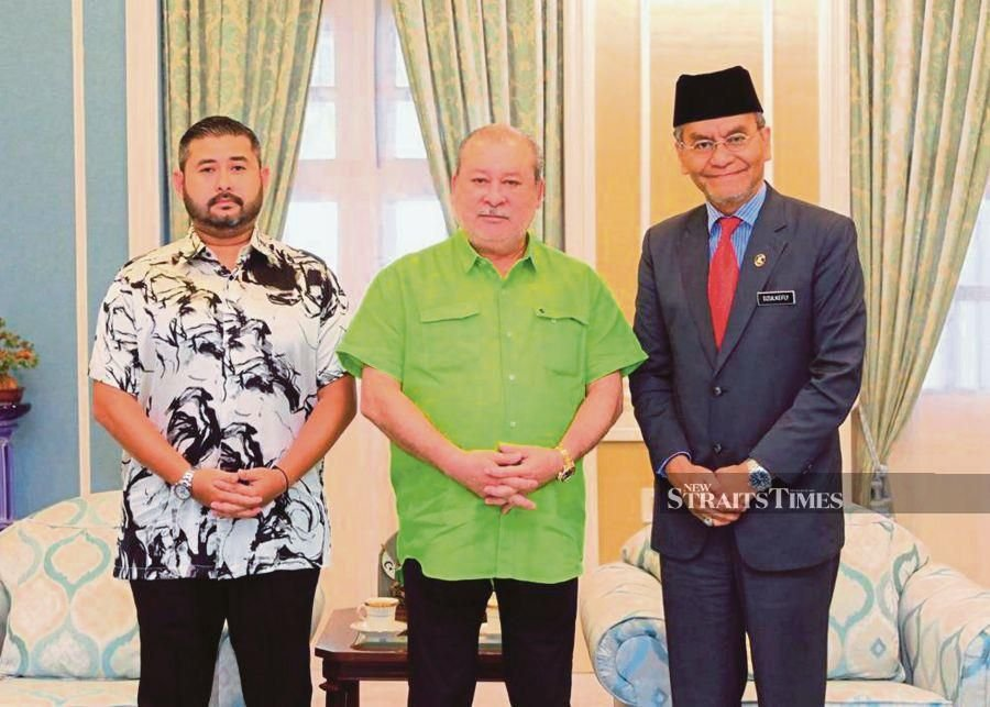Johor Sultan holds discussion to set up cancer centre