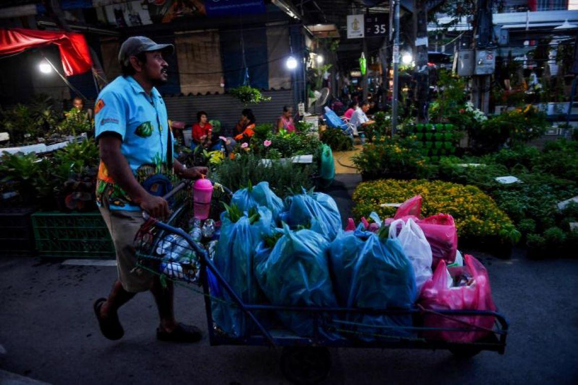 Thais tighten their belts as economy slows