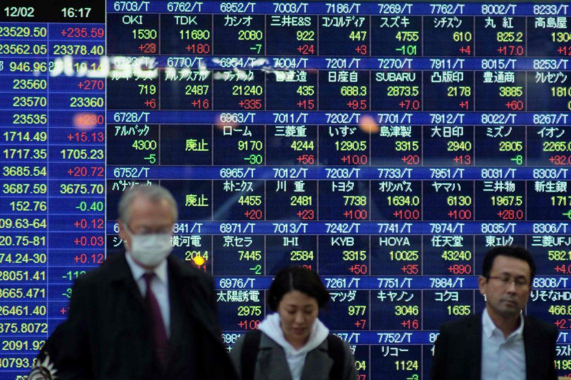 Asia stock markets tumble after Trump raises spectre of longer trade war