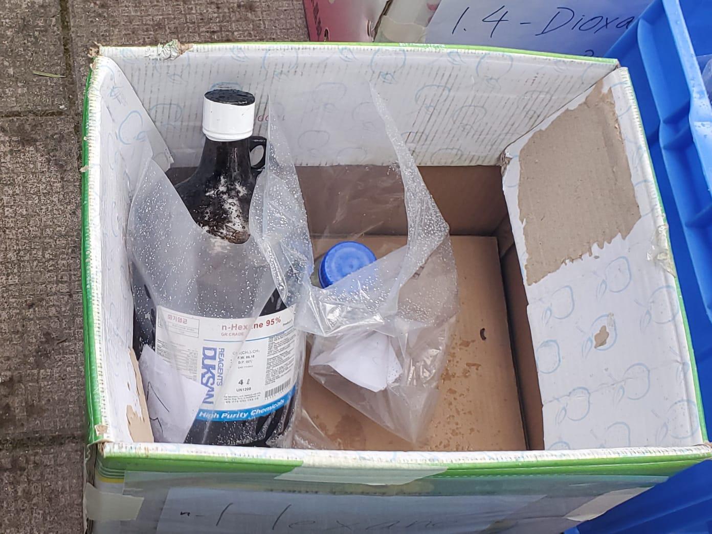 城门水塘山坡检59樽化学品可制镪水弹 警:或涉中大实验室失窃