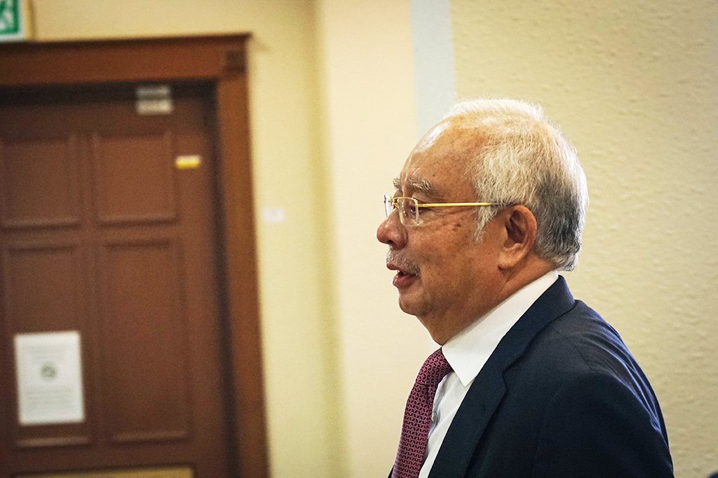 Ahmad Husni's 'office boy' claim a comedy, says Najib