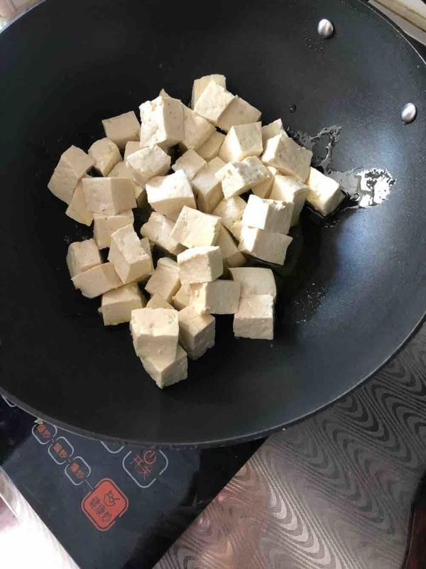 豆腐别老是炖着吃了,分享一种新做法,味美鲜嫩,让你欲罢不能