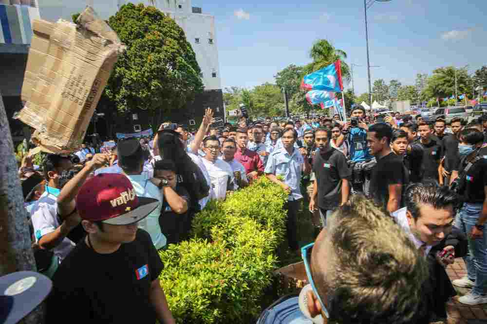 Anwar directs PKR to sack troublemakers at Youth congress