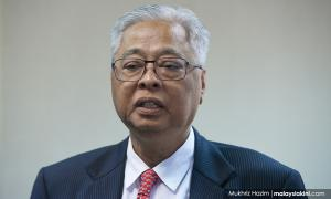 Don't offend other religions or races during speeches - Umno VP
