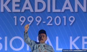 Anwar: 'Lawan tetap lawan', but don't fight among friends