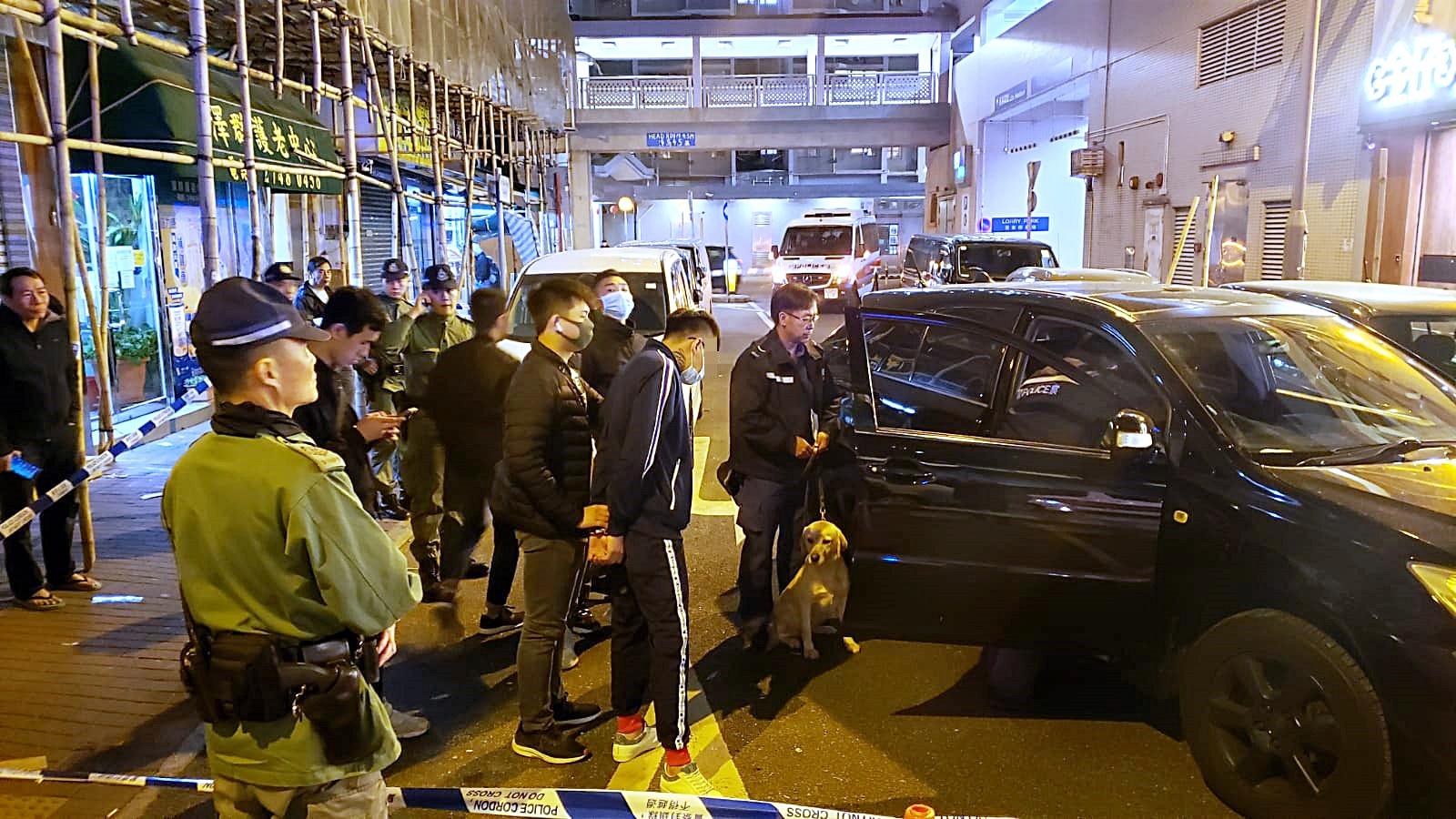 疑避截查驱车撞闸 警擎枪阻止拘捕两男子