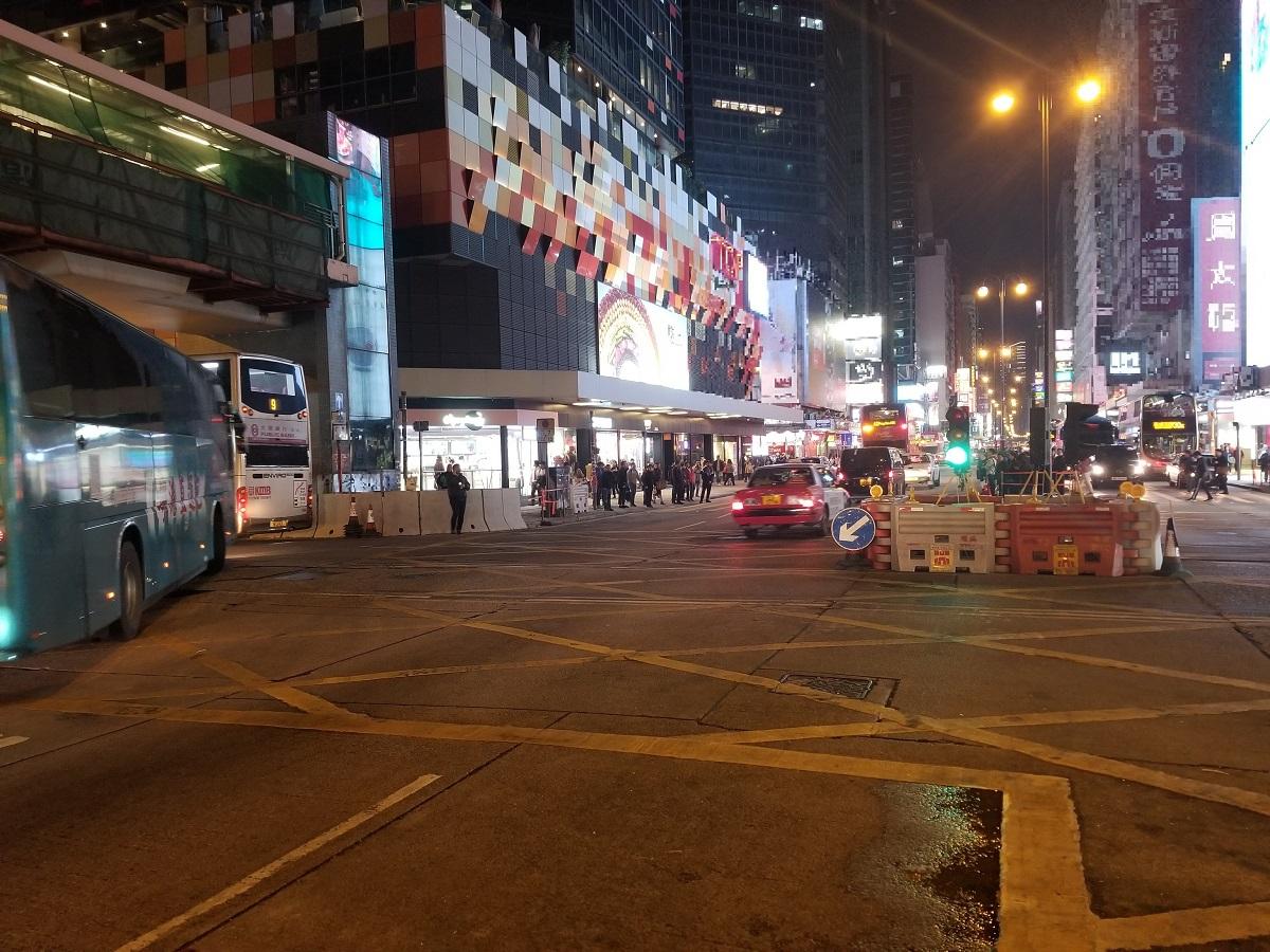 运输署:仍有约50组交通灯受损 弥敦道放临时灯疏导