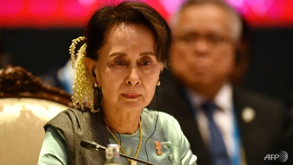 Thousands in Myanmar rally behind Suu Kyi ahead of Hague court date