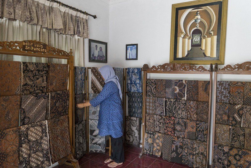 Hand-made batik artisans in Indonesia preserve tradition and teach tourists their cloth-making secrets