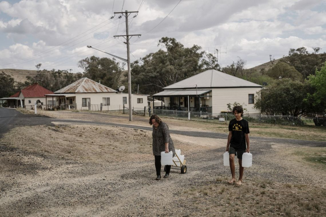 As water runs low, can life in the Australian outback go on?