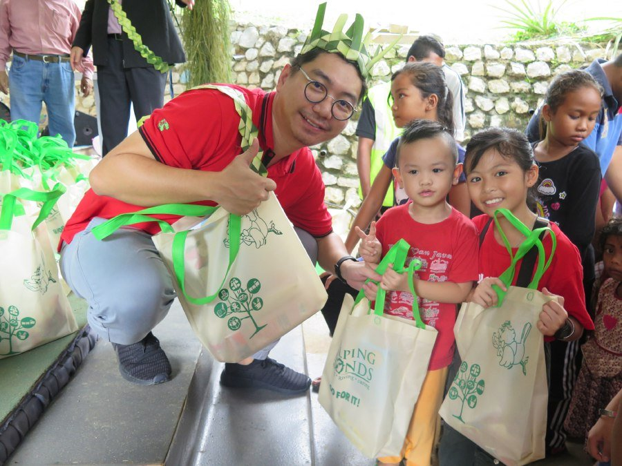 Sports Toto throws early Christmas party for Orang Asli community