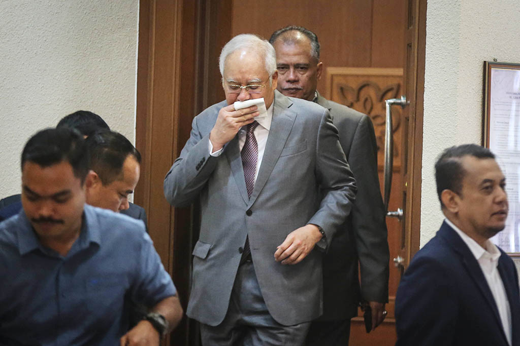Najib defends rights to use funds in his accounts, says he is very prudent