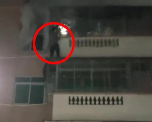 3岁幼童火灾逃生被卡防盗网 邻居徒手爬外墙救人
