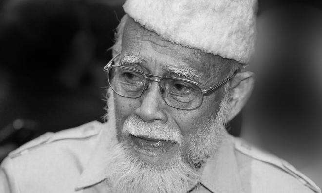 旺阿兹莎父亲逝世
