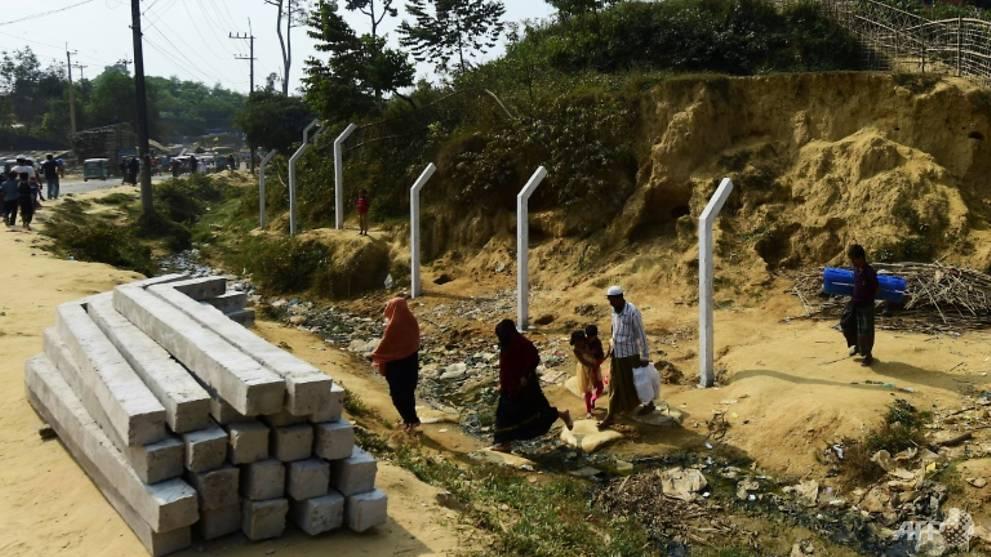 Bangladesh starts fencing Rohingya camps