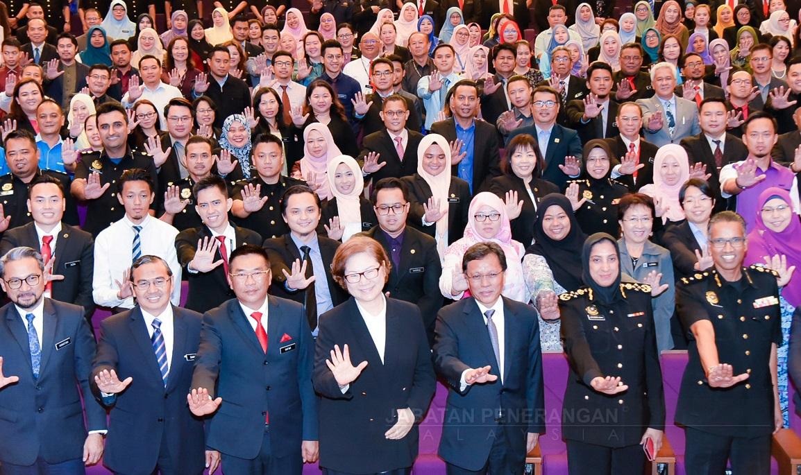 Gradual salary raise for civil servants to prevent corruption