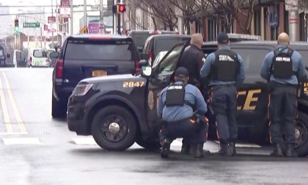 At least six dead, including two suspected gunmen, in US shooting