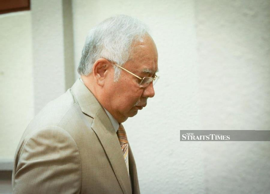 Najib spends entire morning disagreeing with the AG, and disputing his signatures