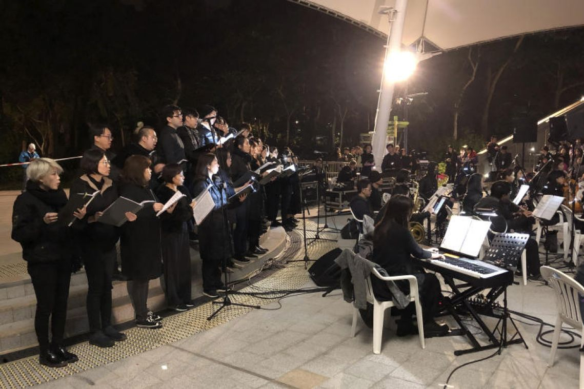 The people sing: Les Mis soothes, breaks Hong Kong hearts