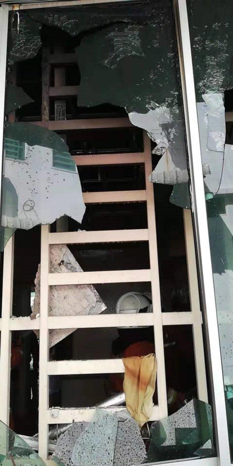 疑煤气桶通气孔泄漏 民宅厨房爆炸冒火