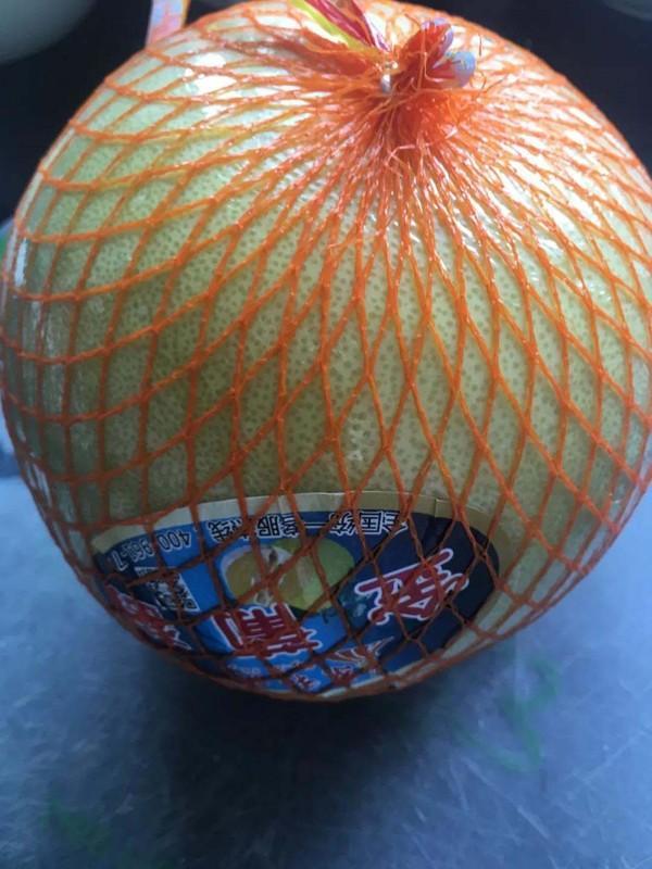 喜欢吃柚子,却不知怎么挑选。下面是方法,以后一挑一个准