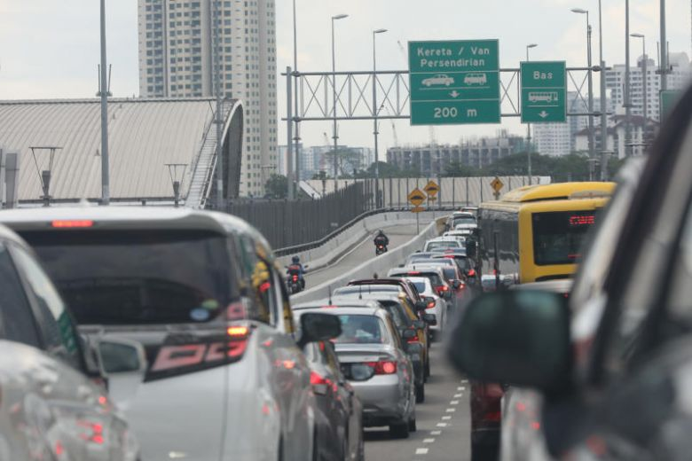 Many Malaysian vehicle-owners unaware of online-only rule for Singapore autopass