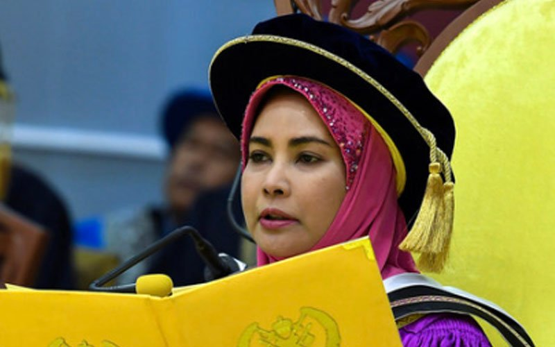 Terengganu sultanah not required to be in witness box, court rules