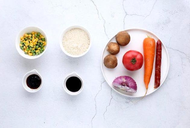 最省事的番茄焖饭做法,一个电饭煲饭菜一锅出,懒人小白都合适