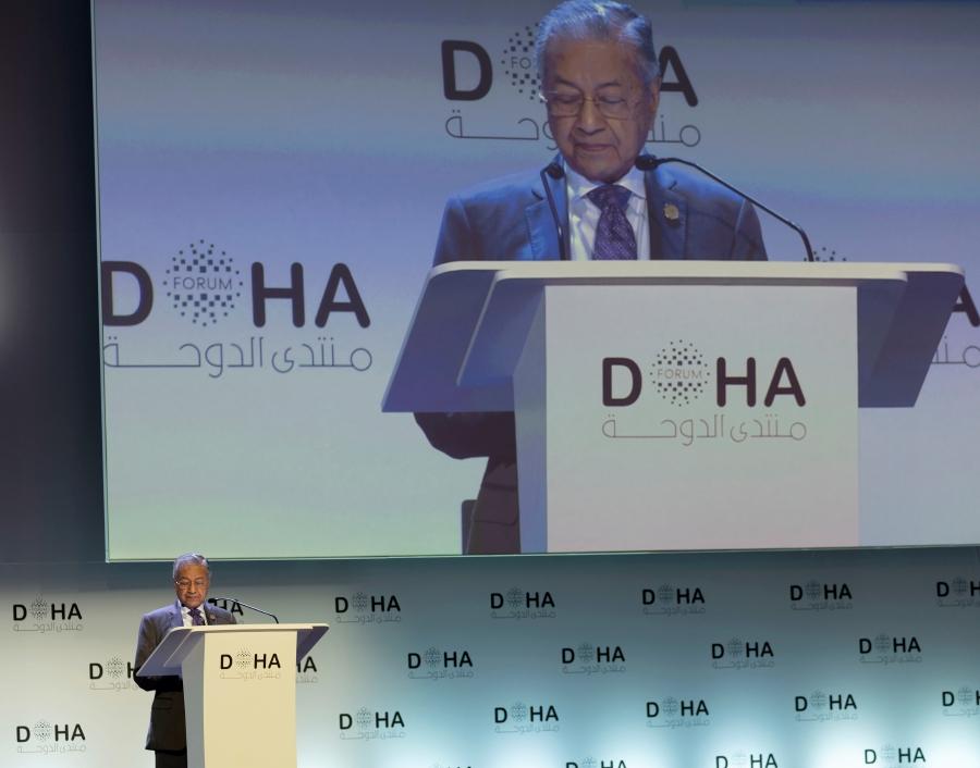 Dr M receives Doha Forum Award