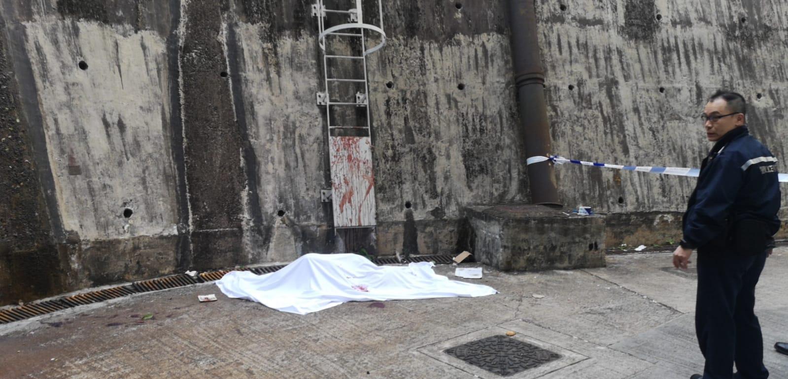 失踪31岁男伏尸牛头角20米护土墙下 血染铁梯