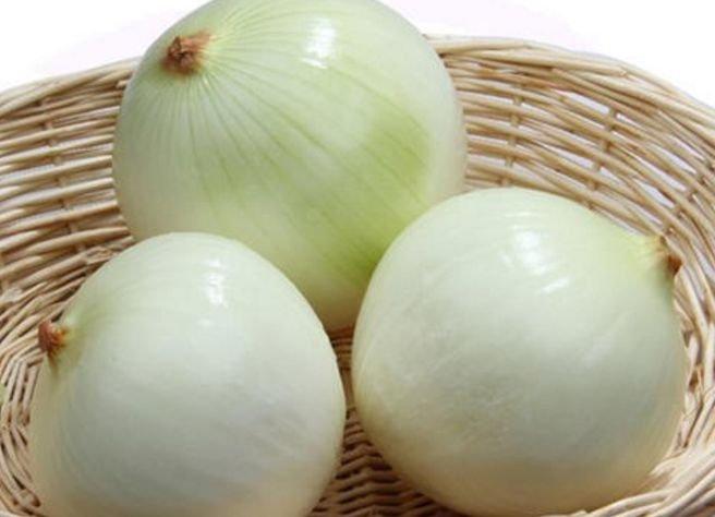 买洋葱时,挑紫皮还是白皮?原来区别很大,别再买错了