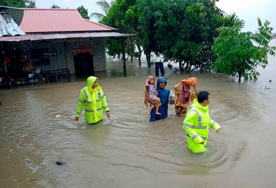 Rompin flood evacuees now at 399; several roads closed