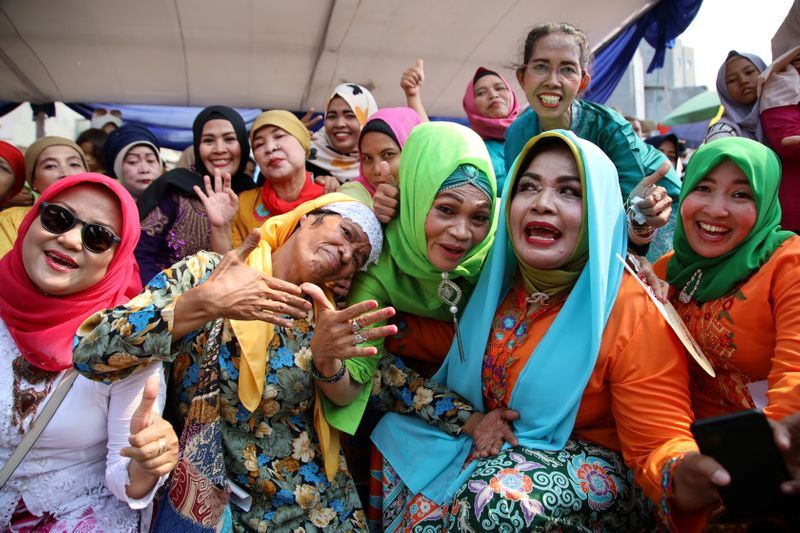 Shouting match: indonesians given stage to dish out advice to community
