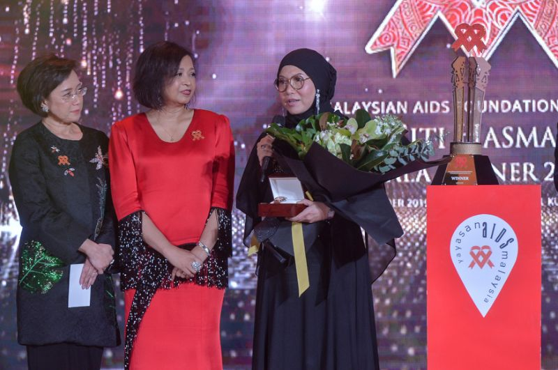 Dr Zaiton Yahaya is Tun Dr Siti Hasmah Award winner 2019 for outstanding work to end AIDS
