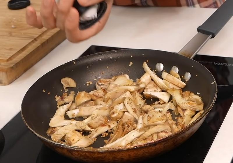做牛排时,直接下锅煎就废了,多加这1步,牛肉又鲜又嫩还不塞牙