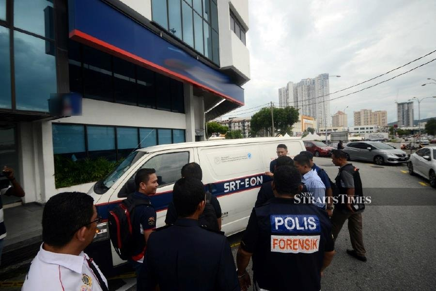 Robbery causes traffic gridlock in George Town