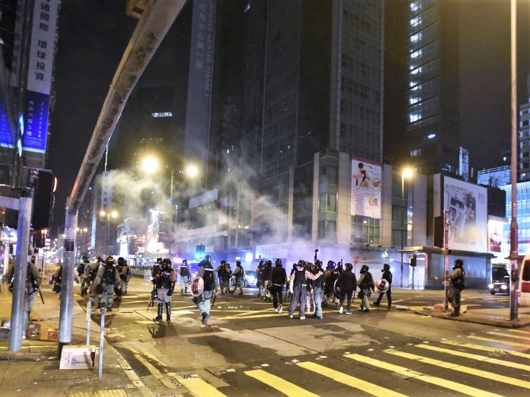 【修例风波】防暴警弥敦道施放多枚催泪弹