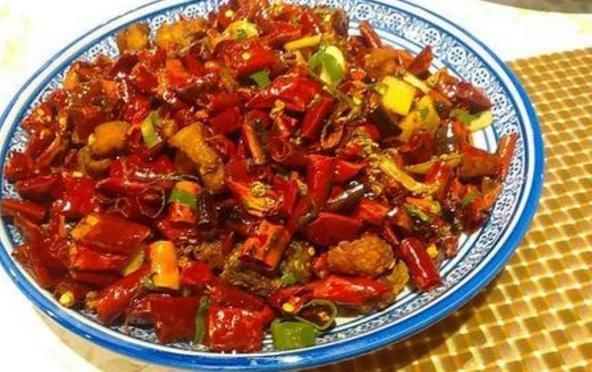 中国最能吃辣的省份,一份米饭竟都是辣椒的红色,你佩服吗?