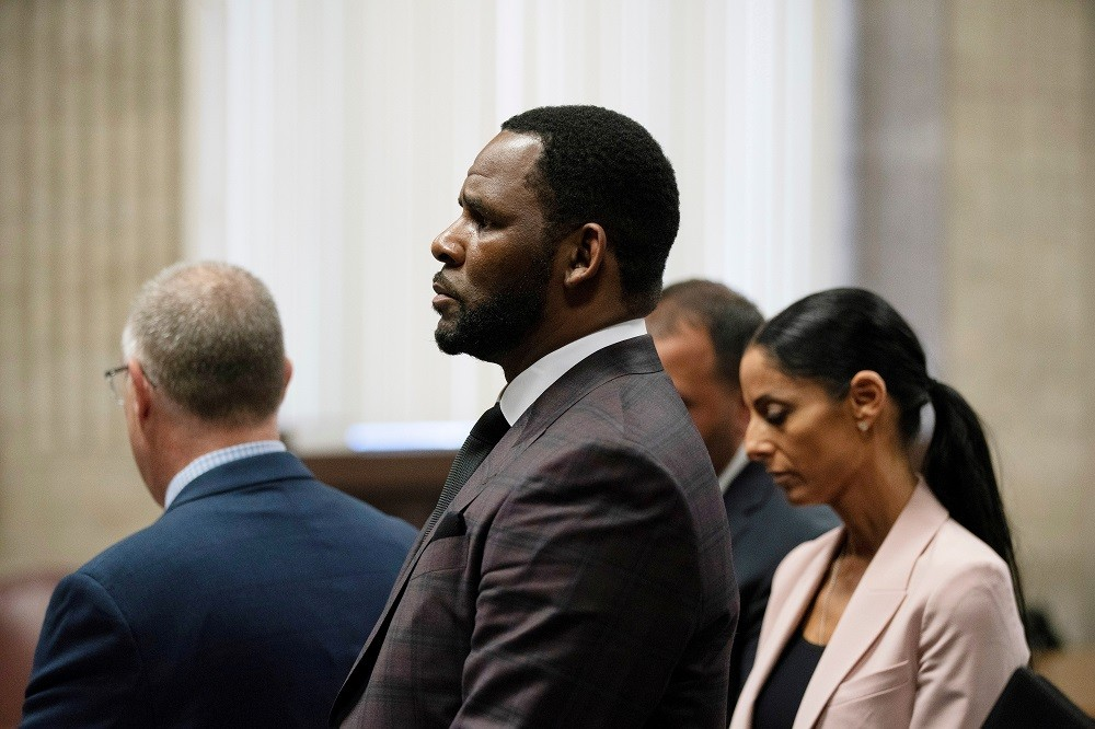 Judge to set new R. Kelly trial date after virus delays
