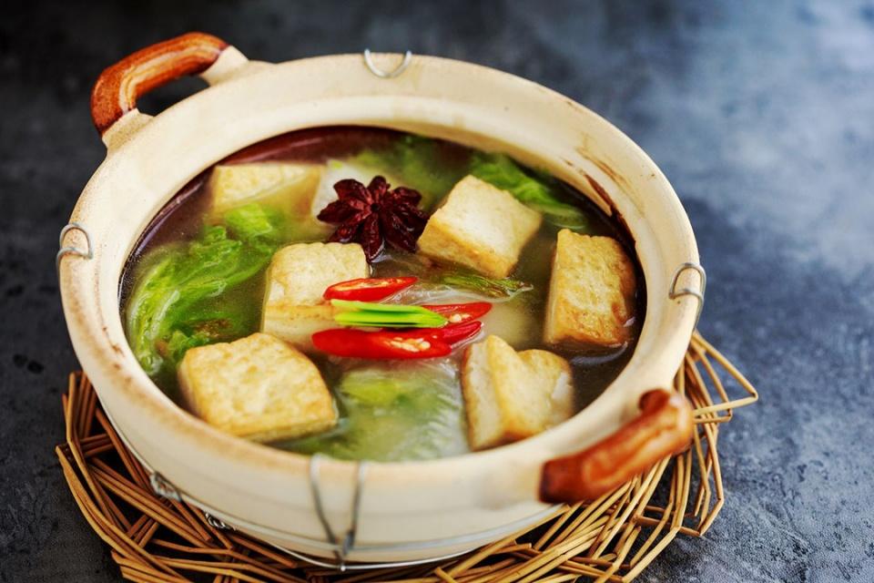 白菜炖豆腐,先炒白菜还是先炖豆腐?全不对,大厨这样做,比肉香