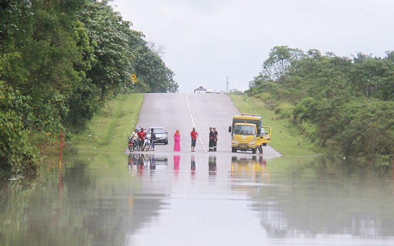 1,000 Orang Asli still cut off by floods in Johor