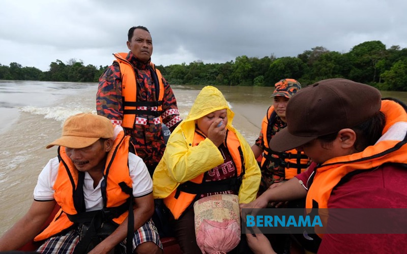 Asthmatic pregnant woman trapped by floods for five days rescued